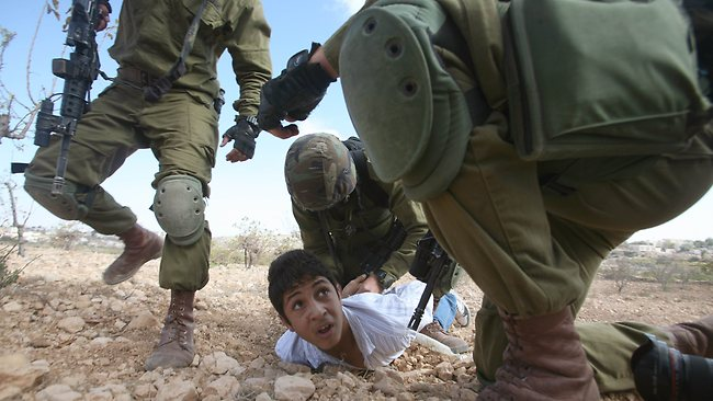 Palestinian-child-Israeli-soldiers