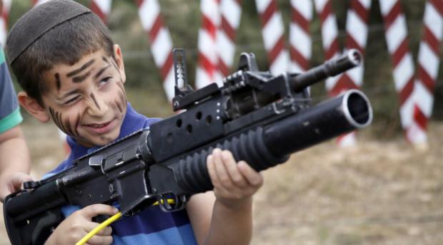 israeli-boy-gun